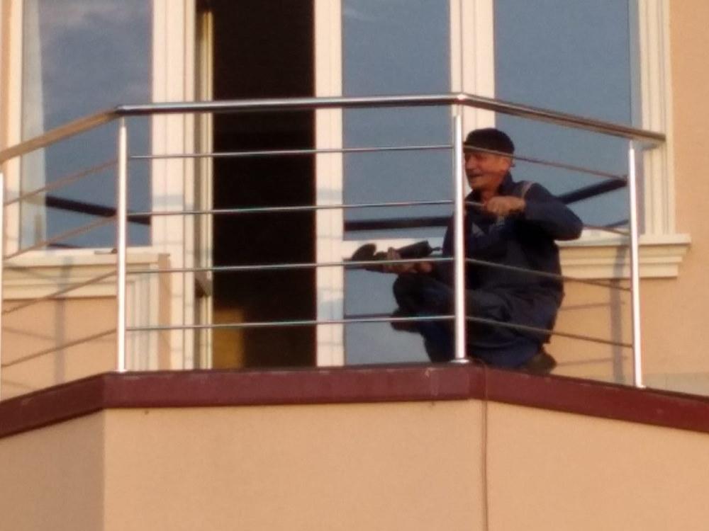 перира на балкон из нержавеющей стали