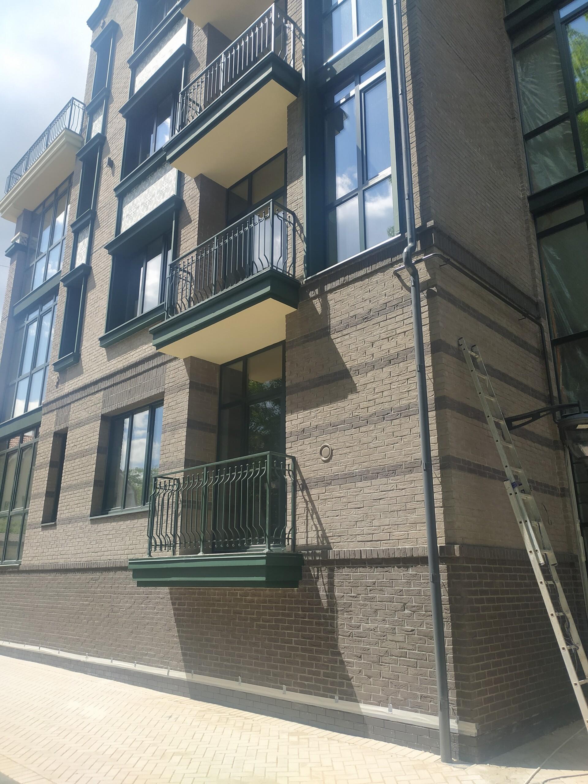 фото балкона с улицы