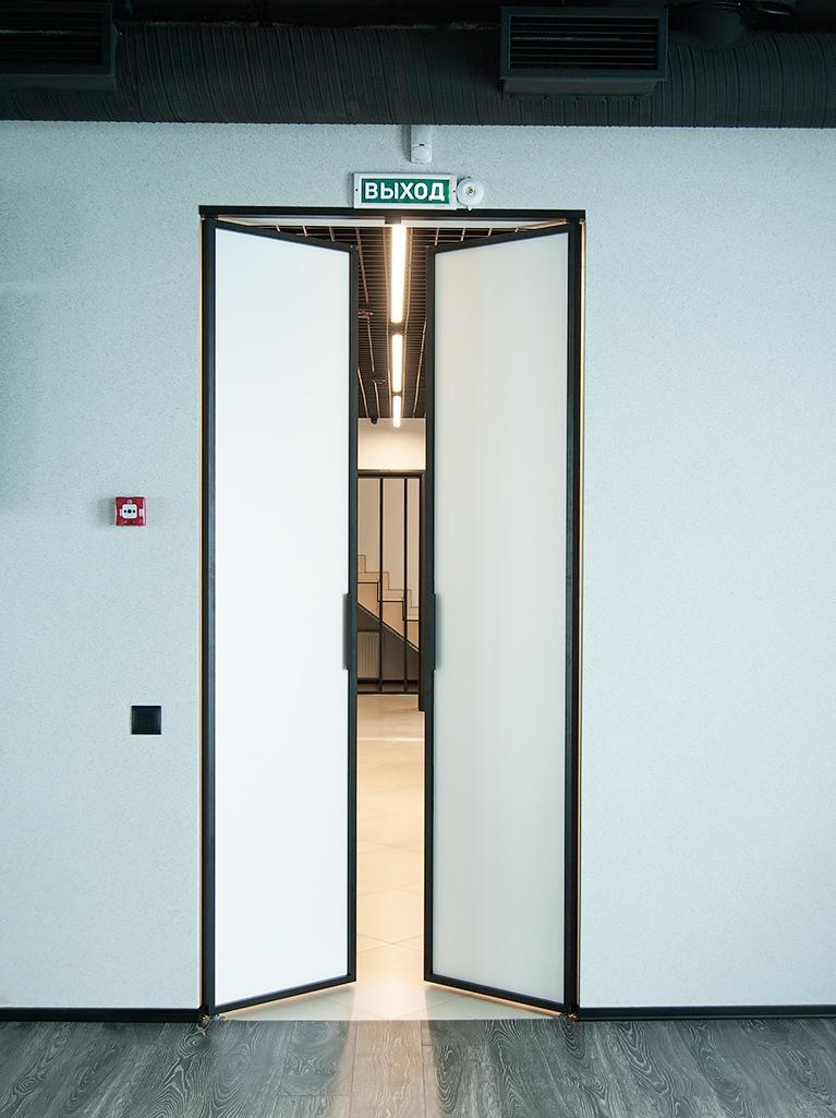 установка алюминиевой двери фото 3