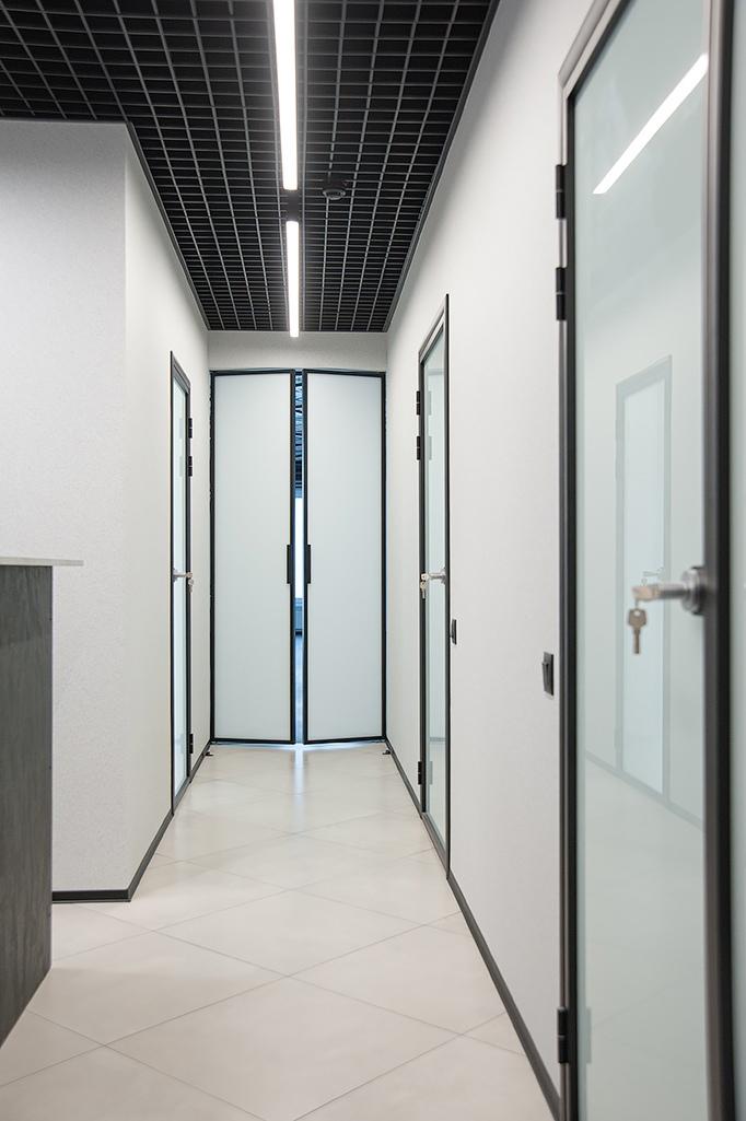 установка алюминиевой двери фото 4